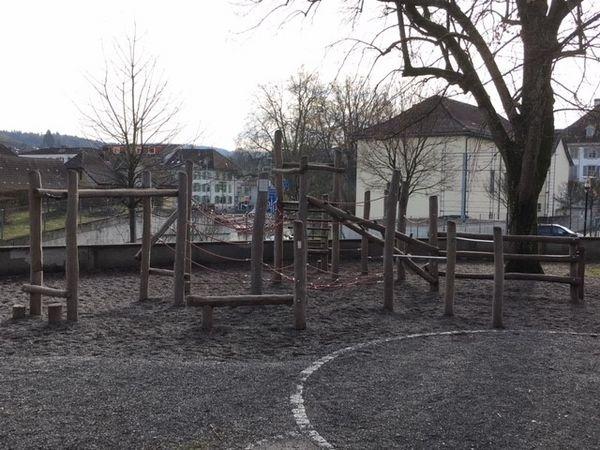 Lenzburg, Spielplatz Schulhaus Angelrain